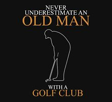 Never underestimate an old man GOLF CLUB Classic T-Shirt