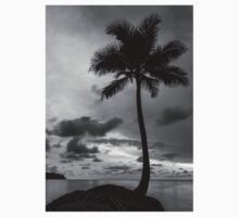 Palm tree silhouette in black and white Kids Clothes