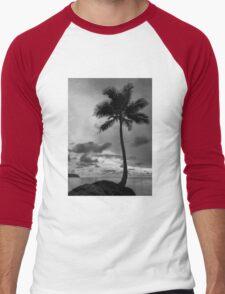 Palm tree silhouette in black and white Men's Baseball ¾ T-Shirt