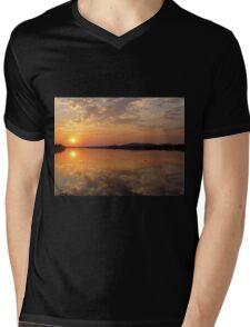 Lake Kununurra, sunrise Mens V-Neck T-Shirt