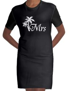 Mr and Mrs Tropical Beach Wedding Honeymoon Matching Graphic T-Shirt Dress