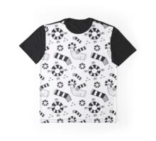 Graphic pigeons and circles Graphic T-Shirt