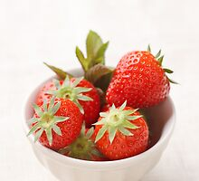 Strawberries in a bowl by Elisabeth Coelfen