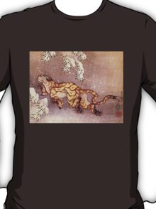'Tiger in the Snow' by Katsushika Hokusai (Reproduction) T-Shirt