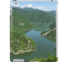 Green Mountains, Spilling in the Lake iPad Case/Skin