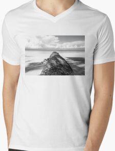 Fallen palm tree in black and white Mens V-Neck T-Shirt
