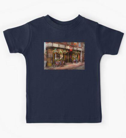 City - Boston MA - The Green Dragon Tavern Kids Tee