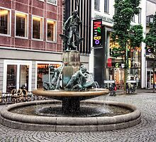 Martinsbrunnen by Tom Gomez
