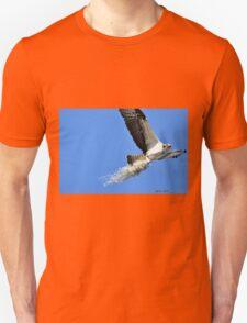 Osprey Building Nest (Pandion Haliaetus) Unisex T-Shirt