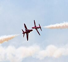 Red Arrows Farnborough Airshow 2014 by Keith Larby