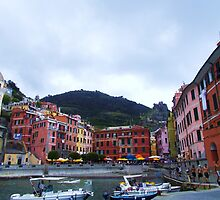 Colorful harbor of Vernazza by haroula
