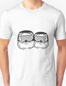 team duo paar 2 kiffer weed joint rauchen party dj kopfhörer tanzen musik sonnenbrille cool club disko winken süßer kleiner niedlicher igel  Unisex T-Shirt