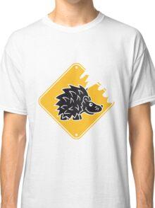 schild achtung warnung gefährlich monster gefahr stacheln baby comic cartoon süßer kleiner niedlicher igel  Classic T-Shirt