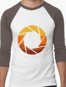 70s Modern Portal Aperture Logo (Hot) Men's Baseball ¾ T-Shirt