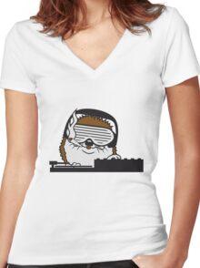nerd geek hornbrille pickel freak spange schlau intelligent grinsen lustig comic cartoon süßer kleiner niedlicher igel  Women's Fitted V-Neck T-Shirt