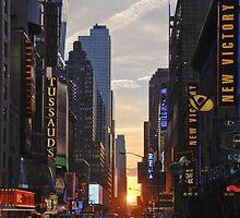 Manhattan sunset by Hyperluminal