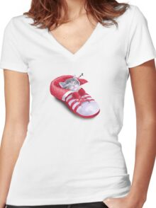 Cat in the shoe Women's Fitted V-Neck T-Shirt