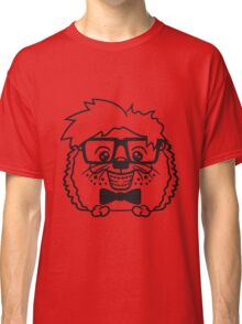 anzug fliege grinsen spange nerd geek schlau dumm intelligent freak lustig frech teenager hornbrille igel comic cartoon  Classic T-Shirt