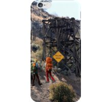 FYI.......no, it doesn't!! iPhone Case/Skin