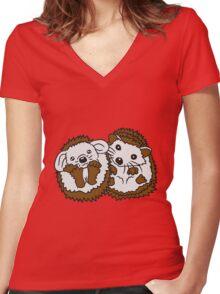 2 freunde team paar brüder pärchen liebe sitzend rund kind baby nachwuchs süßer kleiner niedlicher igel  Women's Fitted V-Neck T-Shirt
