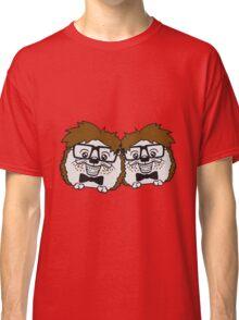 2 freunde team paar anzug fliege grinsen spange nerd geek schlau dumm intelligent freak lustig frech teenager hornbrille igel comic cartoon  Classic T-Shirt