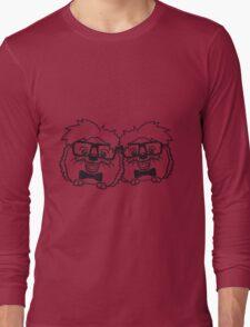 2 freunde team paar anzug fliege grinsen spange nerd geek schlau dumm intelligent freak lustig frech teenager hornbrille igel comic cartoon  Long Sleeve T-Shirt