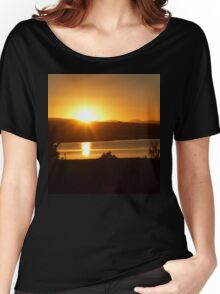 *Sunrise Over the Tamar River Women's Relaxed Fit T-Shirt