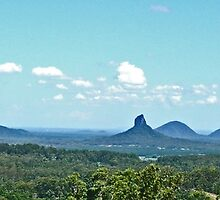 Glasshouse Mountains (Panorama) by Margaret  Hyde