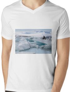 Beautiful view of icebergs in Jokulsarlon glacier lagoon, Iceland Mens V-Neck T-Shirt