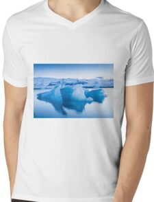 Beautiful view of icebergs in Jokulsarlon glacier lagoon, Iceland Mens V-Neck T-Shirt