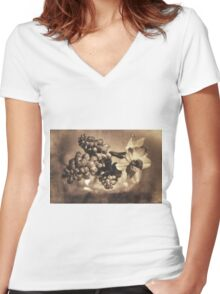 Muscari & Daffodils Women's Fitted V-Neck T-Shirt