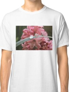 Pink flower droplets Classic T-Shirt