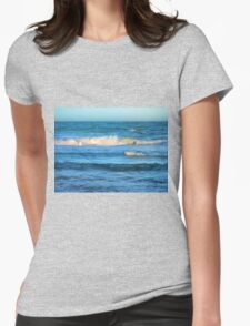 Beautiful painted waves on the Queensland coast Womens Fitted T-Shirt