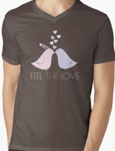 Two Cartoon Love Birds Kissing Mens V-Neck T-Shirt