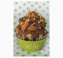 Sweet green love cupcake Kids Tee