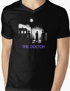 The 10th Doctor meets a new enemy. Mens V-Neck T-Shirt