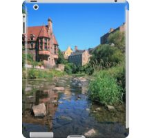Long Exposure: The Water of Leith with Well Court (Left) & Dean Village (Right) iPad Case/Skin