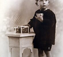 Le Petit Garçon avec ses blocs by michel bazinet