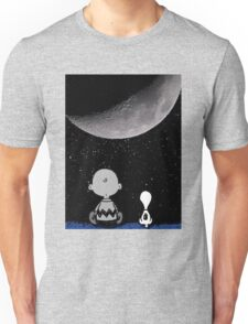 snoopy and charlie look at the moon Unisex T-Shirt