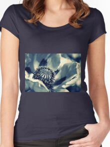 MOHN Women's Fitted Scoop T-Shirt