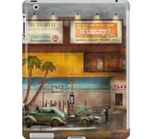Gas Station - Dreaming of summer 1937 iPad Case/Skin