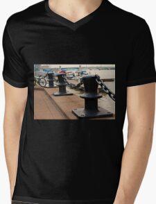 Links I Mens V-Neck T-Shirt