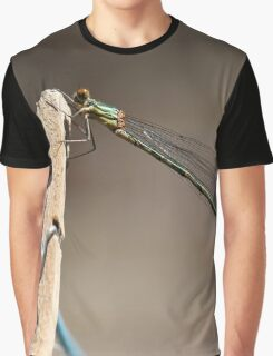 Hanging out Graphic T-Shirt