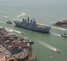 'LUSTY' returns - HMS Illustrious' final return to Portsmouth by ChrisBalcombe