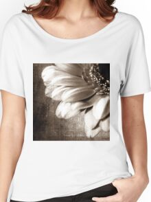 MACRO FLOWER Women's Relaxed Fit T-Shirt