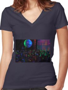 Crowd dancing Women's Fitted V-Neck T-Shirt