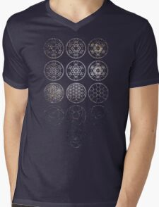 13 Circles [Tight Cluster Galaxy] | Sacred Geometry Mens V-Neck T-Shirt