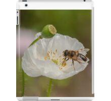 hoverfly on white poppy iPad Case/Skin