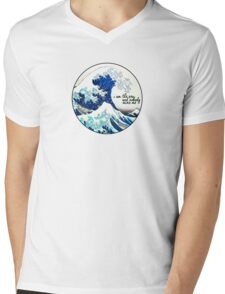 I am the sea and nobody owns me Mens V-Neck T-Shirt