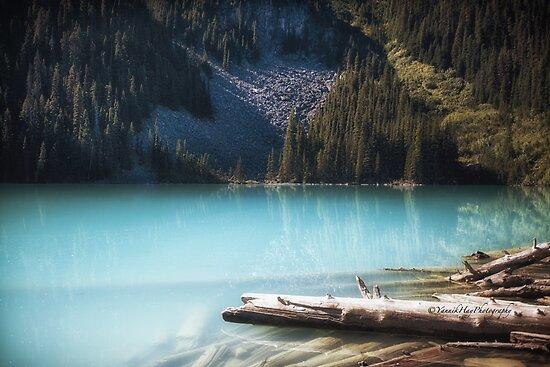 Middle Joffre Lake - Joffre Lakes Provincial Park -  British Columbia by Yannik Hay